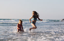 lyckliga ungar två Arkivfoto