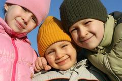 lyckliga ungar utanför Royaltyfri Fotografi