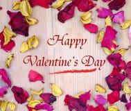Lyckliga valentin dag rosa kronblad Arkivfoton