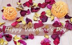 Lyckliga valentin dag rosa kronblad Arkivfoto