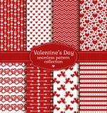 Lyckliga valentin dag! Uppsättning av förälskelse och den romantiska sömlösa modellen vektor illustrationer