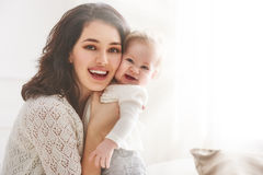 lyckligt älska för familj arkivfoto