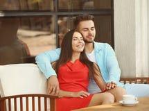 lyckligt älskvärt för par fotografering för bildbyråer