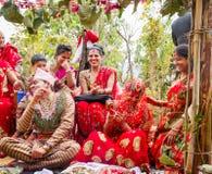 Lyckligt ögonblick av bröllopceremoni Arkivfoton