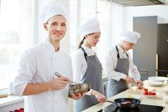 Lyckligt använda för kock viftar royaltyfria foton