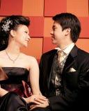 lyckligt barn för asiatiska par Arkivbild