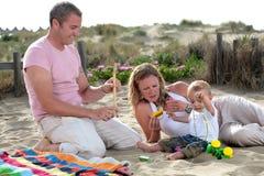 lyckligt barn för familj royaltyfri foto