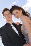 lyckligt barn för härliga par fotografering för bildbyråer