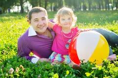 Lyckligt barn fader och dotter Royaltyfria Bilder