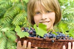 Lyckligt barn i vingården Royaltyfria Foton