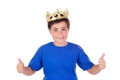 Lyckligt barn med den guld- kronan på huvudet Royaltyfria Foton