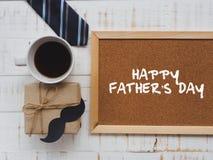 Lyckligt begrepp för dag för fader` s 17 Juni träkvarterkalender, band, Arkivbilder