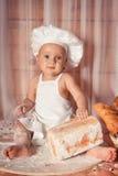 Lyckligt behandla som ett barn bagaren Royaltyfria Bilder