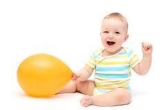 Lyckligt behandla som ett barn med ballongen Arkivfoto