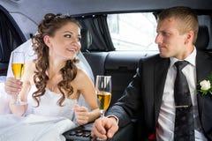 lyckligt bröllop för par Arkivbild