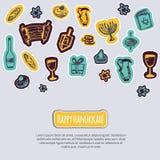 Lyckligt Chanukkahhälsningkort med hand drog beståndsdelar och bokstäver på grå bakgrund Menoror Dreidel, stearinljus, hebré royaltyfri illustrationer
