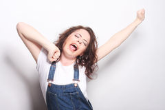 lyckligt extatiskt fira för kvinna vara en vinnare Royaltyfri Foto