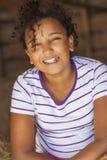 Lyckligt för afrikansk amerikanflicka för blandat lopp barn Arkivbild