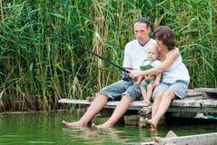 Lyckligt familjfiske Fotografering för Bildbyråer