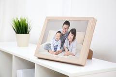 Lyckligt familjfoto Arkivfoton