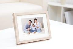Lyckligt familjfoto Royaltyfria Bilder