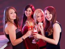 Lyckligt fira för kvinnligvänner Arkivfoto