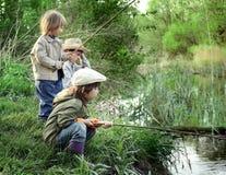 Lyckligt fiska för pojkar Royaltyfri Foto