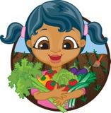 Lyckligt flickainnehavhem - fullvuxna grönsaker Royaltyfri Bild