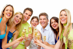 Lyckligt folk med exponeringsglas av champagne. Royaltyfria Bilder