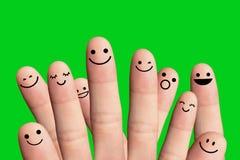 Lyckligt folk på grön bakgrund. Fotografering för Bildbyråer