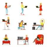 Lyckligt folk som spenderar deras Tid genom att använda datoruppsättningen av vektorillustrationer med män och kvinnor som använd stock illustrationer