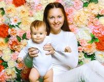 Lyckligt fostra och behandla som ett barn Royaltyfria Foton