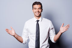 Lyckligt göra en gest för affärsman Arkivfoto