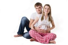 lyckligt gravid för par Arkivfoto