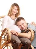 lyckligt gravid för par Arkivbilder