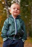 lyckligt härligt barn little som är utomhus- Arkivbild