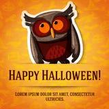 Lyckligt halloween hälsningkort med den bruna ugglan Royaltyfri Fotografi