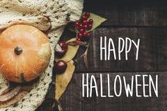 Lyckligt halloween texttecken, hälsningkort lekmanna- nedgångbildlägenhet B Arkivfoto