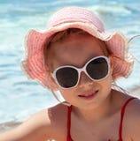 lyckligt hav för strandflicka Fotografering för Bildbyråer