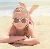 lyckligt hav för strandflicka Arkivfoto