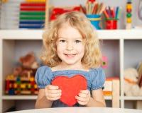 lyckligt hjärtapapper för barn Fotografering för Bildbyråer