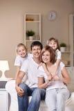 lyckligt home folk Fotografering för Bildbyråer