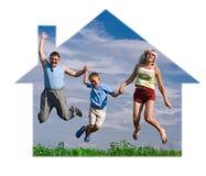 lyckligt hopp för familj fotografering för bildbyråer