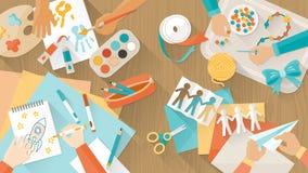 Lyckligt idérikt spela för ungar Arkivbilder