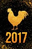 Lyckligt 2017 kinesiskt kort för nytt år Vektoraffisch av en guld- tupp på svart bakgrund Designmall för tryck, liten vik Arkivfoton