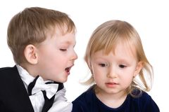 Lyckligt koppla ihop, barns hemligheter royaltyfri fotografi