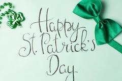 Lyckligt kort för St Patrick dagkalligrafi Royaltyfria Bilder