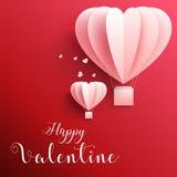 Lyckligt kort för valentindaghälsningar med realistisk form för papperssnitthjärta som flyger ballongen för varm luft i röd bakgr Royaltyfria Foton
