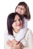 Lyckligt krama för moder och för dotter arkivfoto