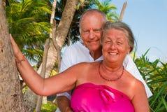 lyckligt krama som är moget Arkivfoto